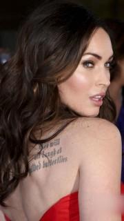梅根福克斯后背的性感纹身图案