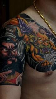 霸气的钟馗和貔貅半甲纹身