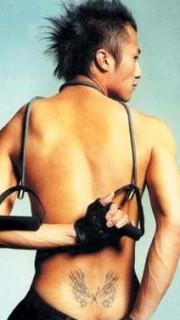 谢霆锋腰部纹身