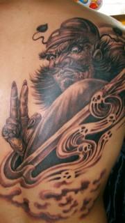 肩部钟馗纹身图案