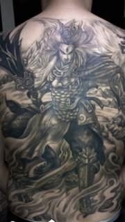 二郎神满背大气纹身