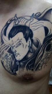 男性超酷的二郎神半甲刺青