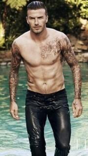 足球明星貝克漢姆帥氣的紋身圖片
