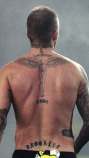 帥哥貝克漢姆背部的紋身