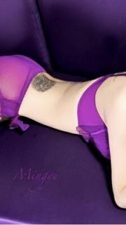 金美辛性感的腰部纹身图案