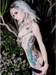 腰间漂亮的美人鱼纹身图案