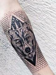 兇猛霸氣的狼紋身