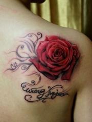 艳丽迷人的红玫瑰纹身