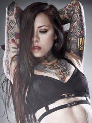 气质美女的胸部纹身