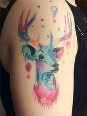 唯美的麋鹿泼墨水彩纹身图案