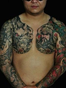 超级霸气的双半甲彩色关公纹身刺青