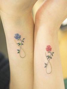 适合情侣的手腕小清新花朵纹身刺青