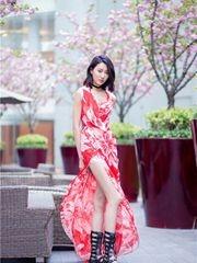 李斯羽全新写真春意盎然 诠释花样性感