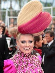 她去了戛纳 但能记住只有她的奇葩发型