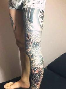 包小腿的黑白盘龙纹身图案魅力十足
