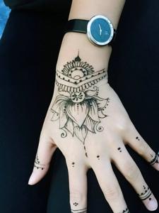 回頭率極高的手臂時尚海娜紋身圖案