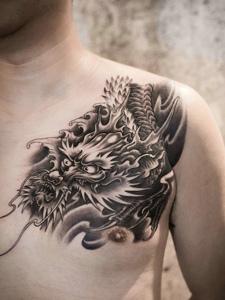 男士胸口黑白邪龙纹身图案经典个性