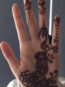 适合女生的手掌内时尚海娜纹身刺青