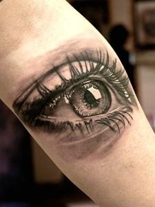 手臂3d眼球纹身刺青让人疯狂的尖叫