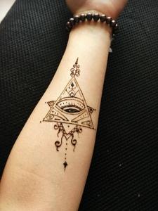 一組回頭率極高的手臂海娜紋身圖案