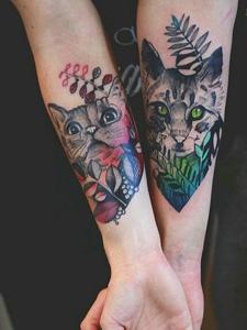 牵手情侣手腕彩色情侣花猫纹身刺青