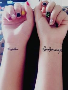 適合閨蜜的手腕簡約英文紋身刺青