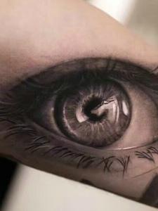 让人眼前一亮的手臂3d眼球纹身图案