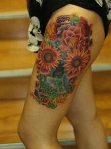 相当抢眼的花腿纹身图案值得拥有