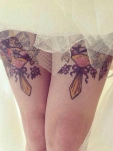 花腿纹身刺青和婚纱更搭配