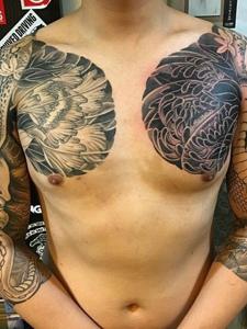一款实力派的双半甲图腾纹身图案