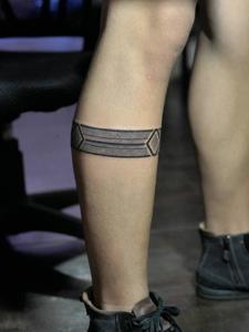 膝盖下的个性另类图腾纹身刺青