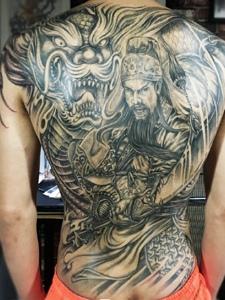 邪龙与关公结合的满背纹身图案