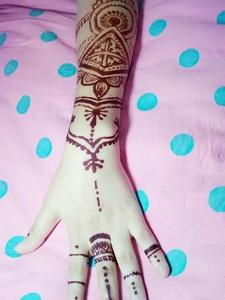 一款非常好看的时尚海娜纹身刺青