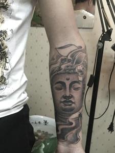 手臂老传统黑灰佛像纹身图案