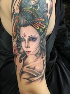 一枚老传统花妓手臂纹身图案