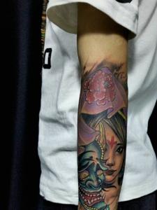 般若与花妓一体的花臂纹身图案
