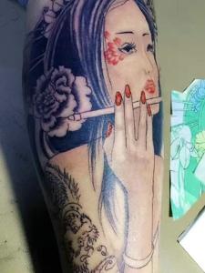 包小腿哀伤性感的花妓纹身刺青