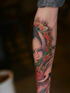 耐看的古代花妓手臂纹身图案