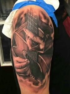 两款个性独特的吉他纹身图案