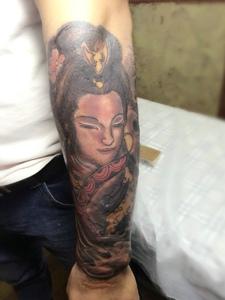 花臂一枚传统花妓纹身图案