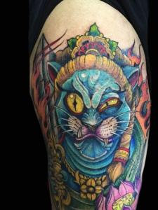 色彩多多的日式花猫手臂纹身图案