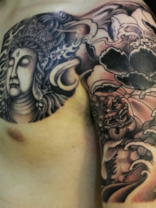 莲花与佛结合的半甲纹身图案
