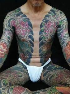 一组具有男人气概的双半甲纹身图案