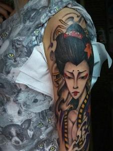 老传统手臂花妓纹身图案