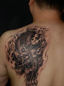 男士后背老传统霸气麒麟纹身图案