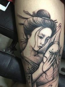 摘下面具的花妓腿部纹身图案