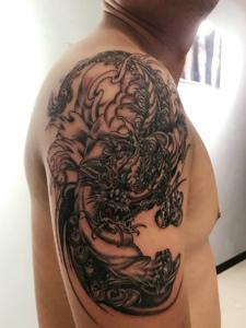 大臂老传统魅力的麒麟纹身图案