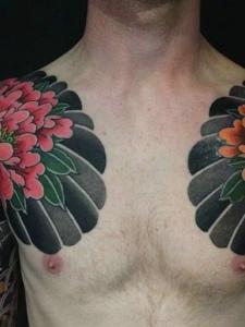 具有男人味的兩款雙半甲紋身圖案