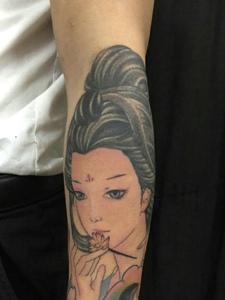 手臂下方传统花妓纹身图案