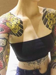 個性女孩彩色雙半甲圖騰紋身圖案
